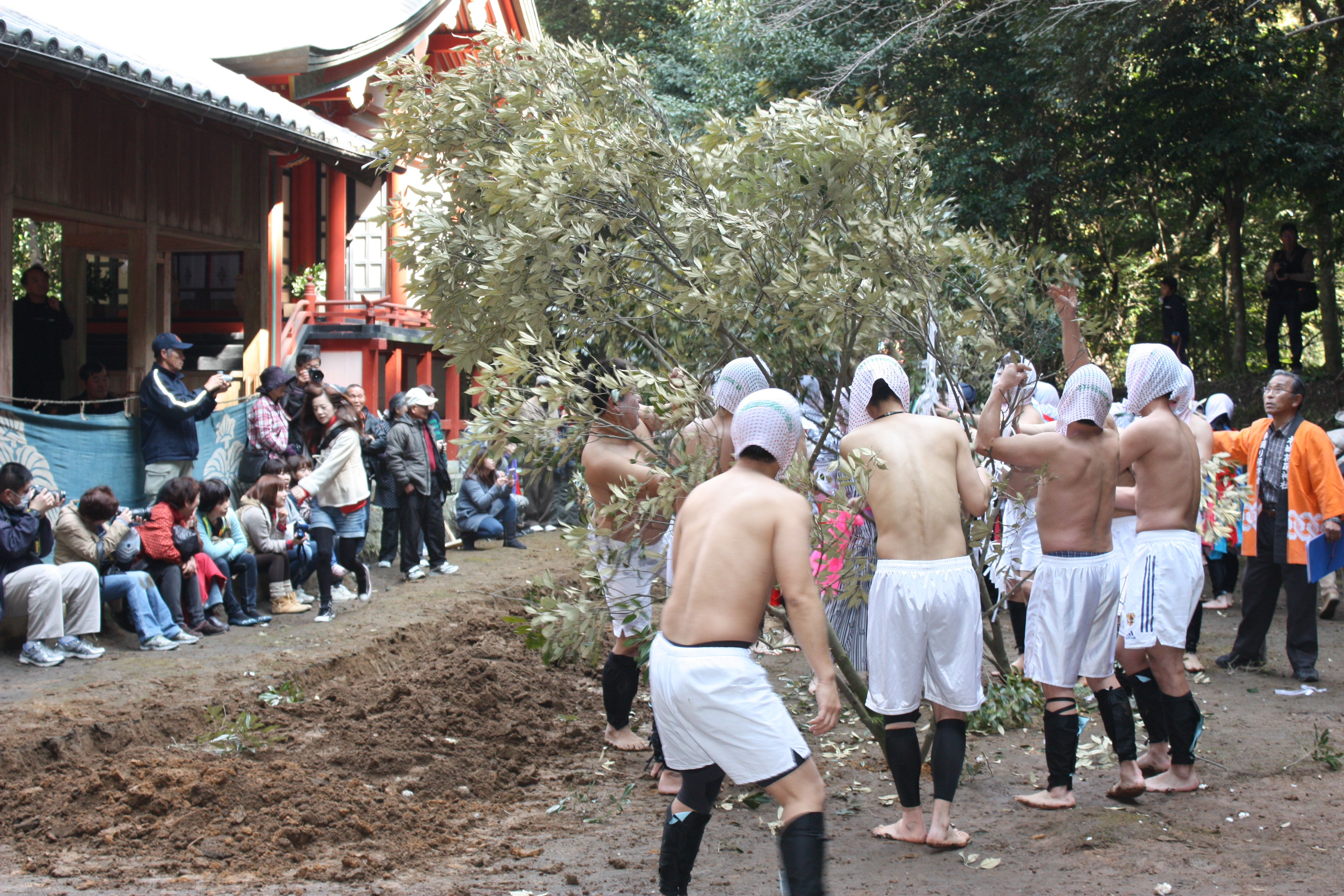 本城花尾神社棒踊り