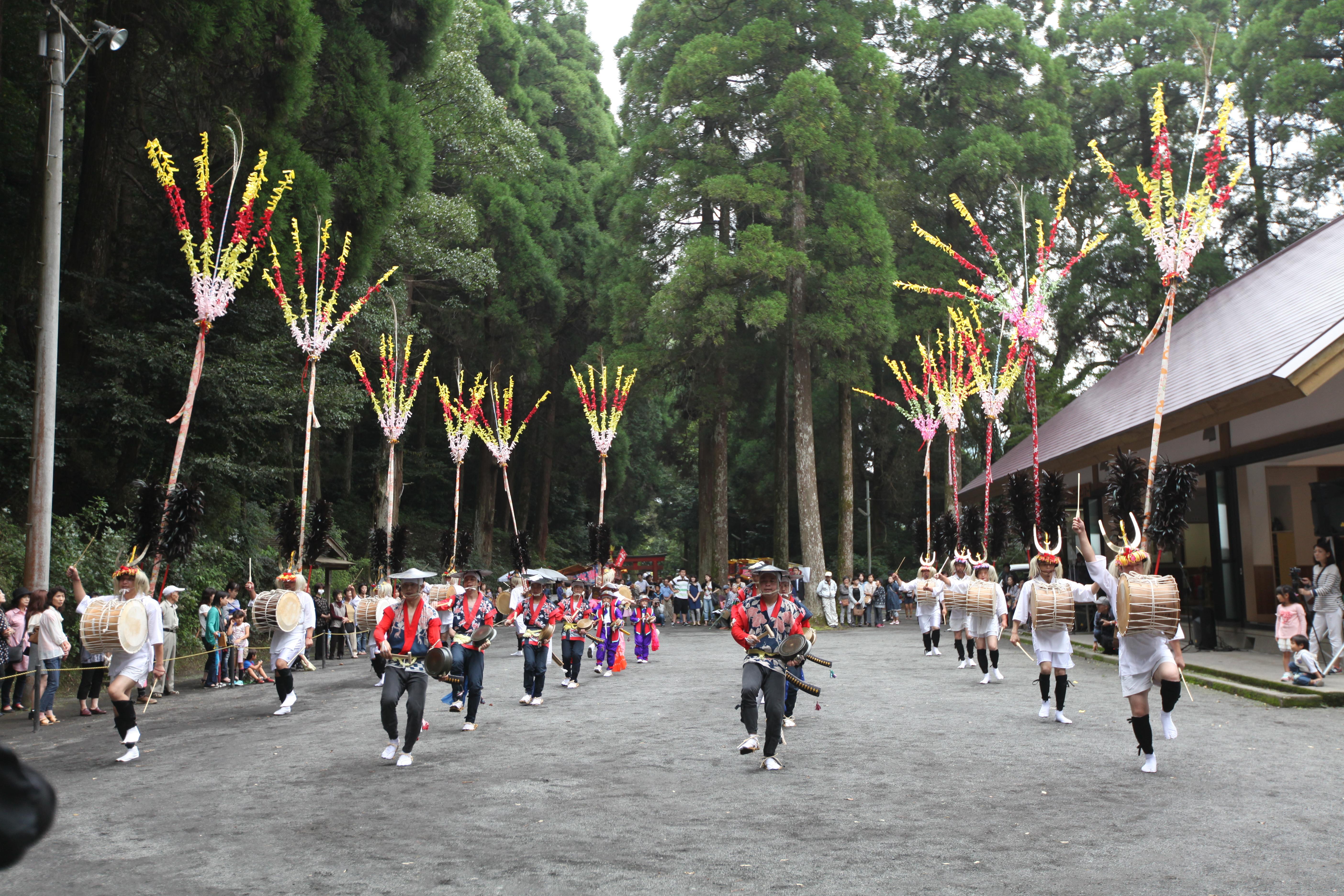 花尾の太鼓踊り