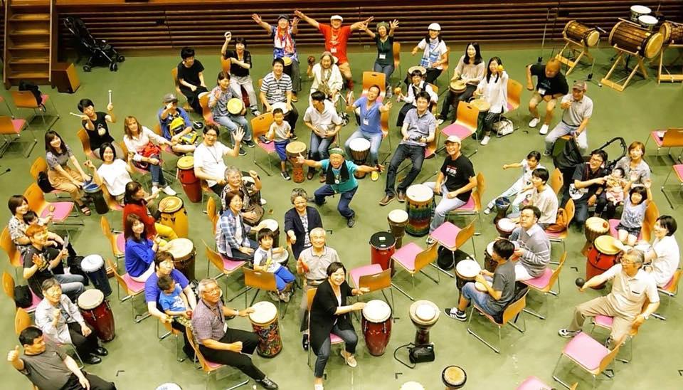 動く・奏(かな)でる!ワークショップ:「ドラム(世界のタイコ)の輪(和)・ドラムサークル」