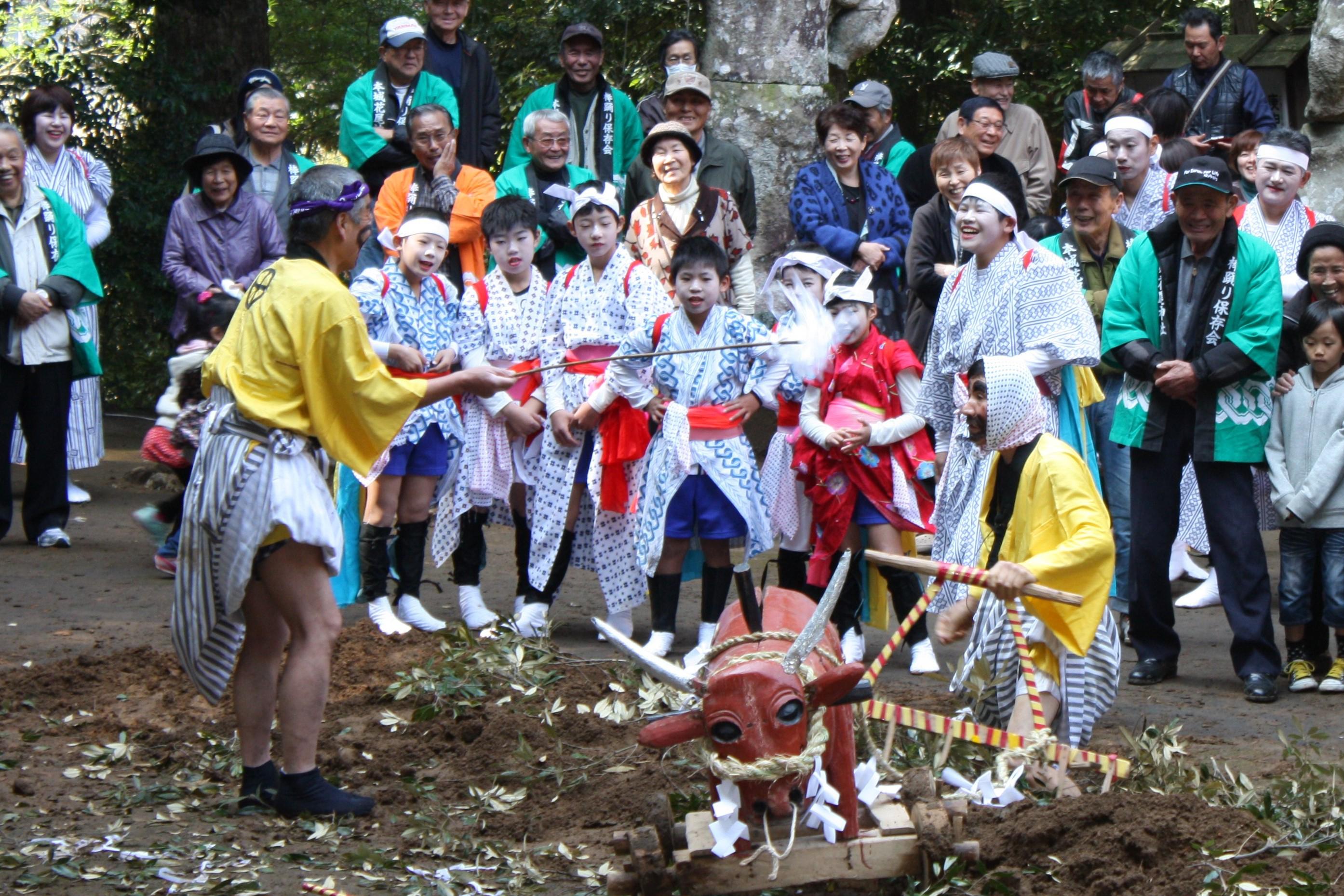新たに県無形民俗文化財に指定された「本城花尾神社の春まつり」開催!