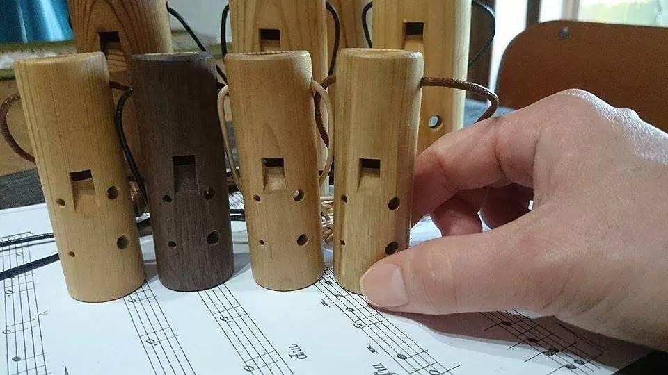 動く・奏(かな)でる!ワークショップ:「小さな 木の笛 コカリナ体験」